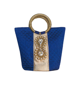Handbag with dynamix brooch