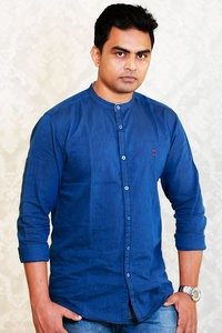 Izod Blue Solid Straight Fit Casual Shirt