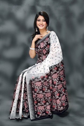 White and Black Designed Gas Silk Saree